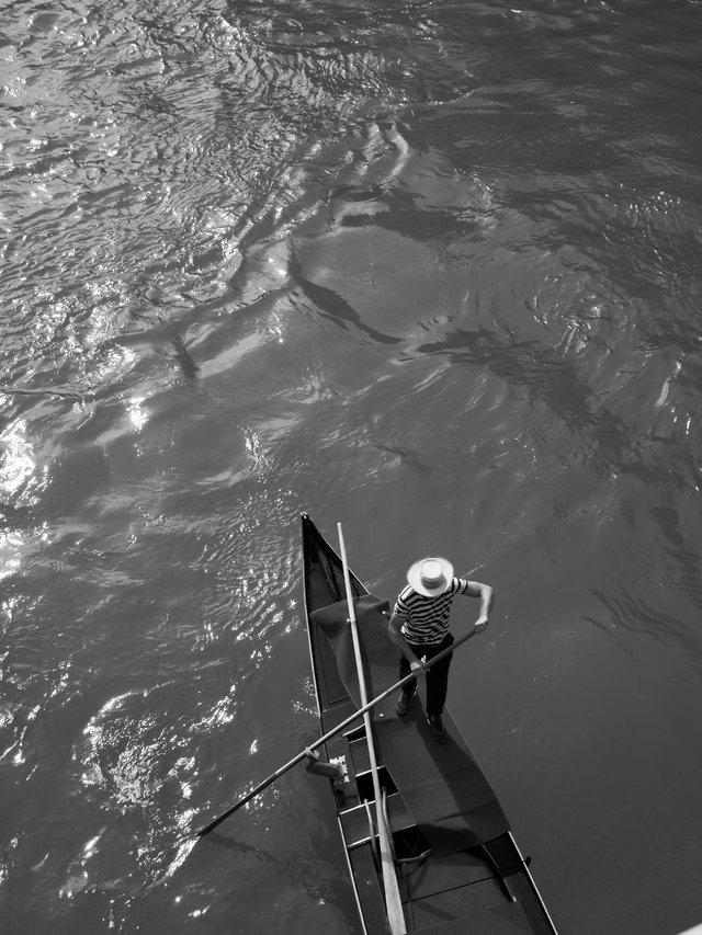 Прогулянка Венецією у чорно-білих фото, від яких перехоплює подих - фото 352471