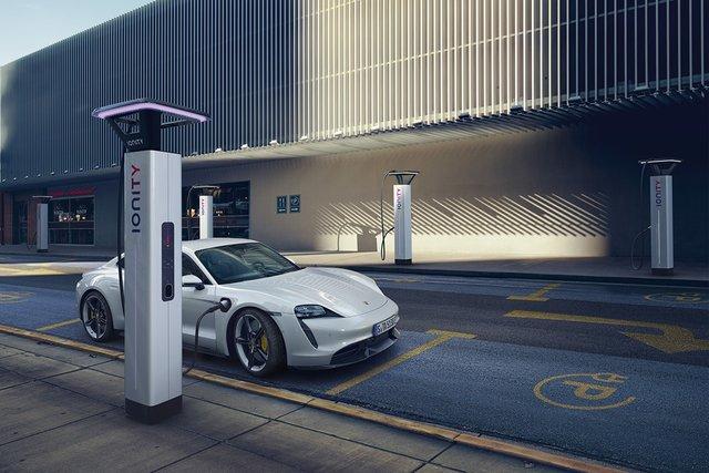 Електромобіль Porsche Taycan - фото 352649