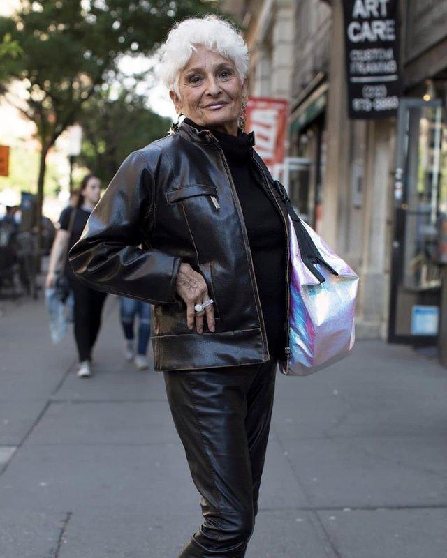 Ефектна 83-річна американка похизувалася молодими коханцями, з якими знайомиться у Tinder - фото 352711