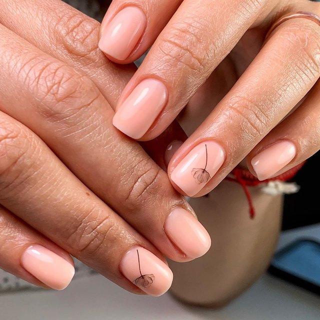 Манікюр на осінь 2019: модні тренди дизайну нігтів у фото - фото 352869