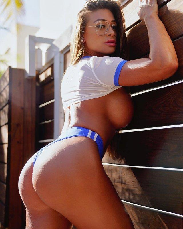 Дівчина тижня: розкута модель Playboy Франсія Джеймс, яка збуджує апетитними формами (18+) - фото 352996