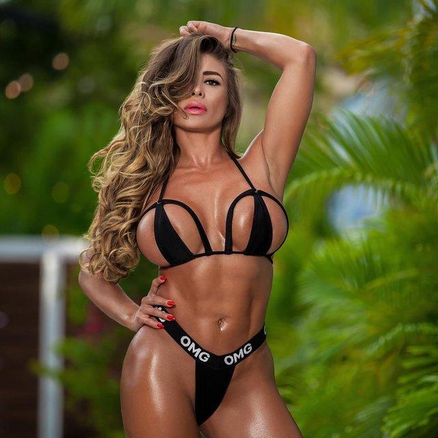 Дівчина тижня: розкута модель Playboy Франсія Джеймс, яка збуджує апетитними формами (18+) - фото 353000