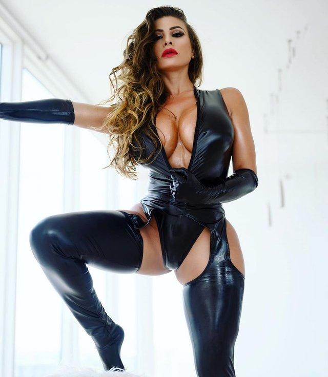 Дівчина тижня: розкута модель Playboy Франсія Джеймс, яка збуджує апетитними формами (18+) - фото 353001