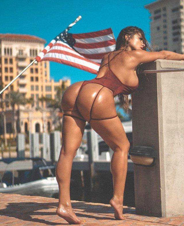 Дівчина тижня: розкута модель Playboy Франсія Джеймс, яка збуджує апетитними формами (18+) - фото 353002
