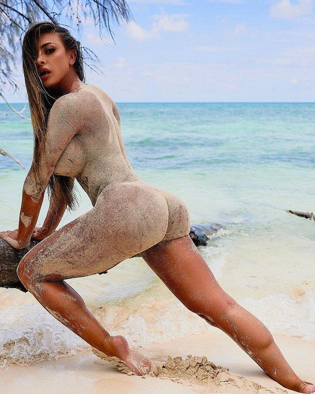 Дівчина тижня: розкута модель Playboy Франсія Джеймс, яка збуджує апетитними формами (18+) - фото 353003
