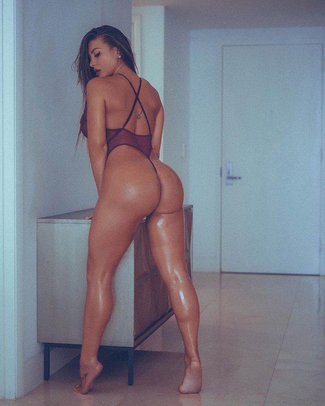 Дівчина тижня: розкута модель Playboy Франсія Джеймс, яка збуджує апетитними формами (18+) - фото 353004