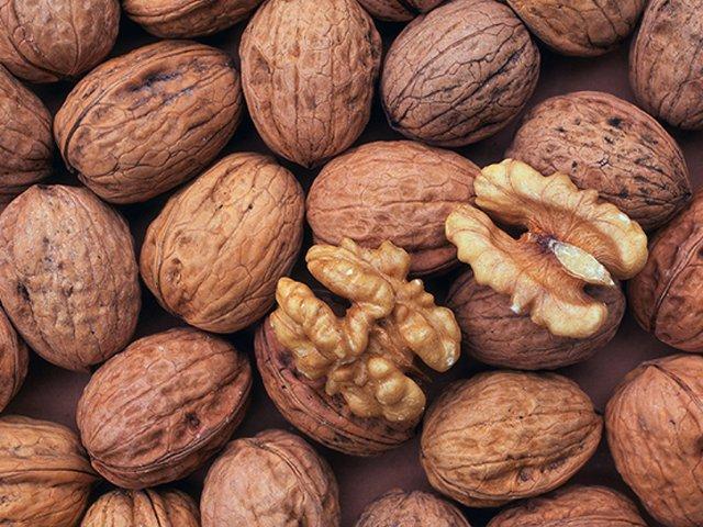 Перед сном можна з'їсти жменю горіхів - фото 353207