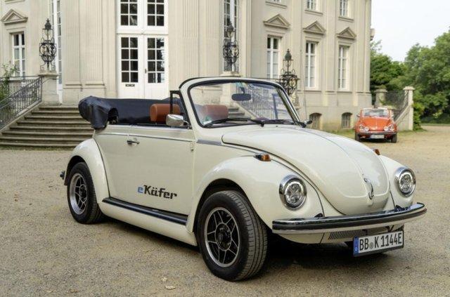 Volkswagen зробив з вінтажного 'Жука' електрокар - фото 353215