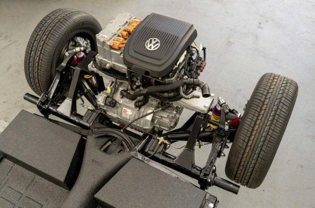 Volkswagen зробив з вінтажного 'Жука' електрокар - фото 353216