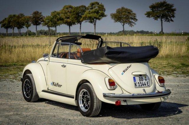Volkswagen зробив з вінтажного 'Жука' електрокар - фото 353218