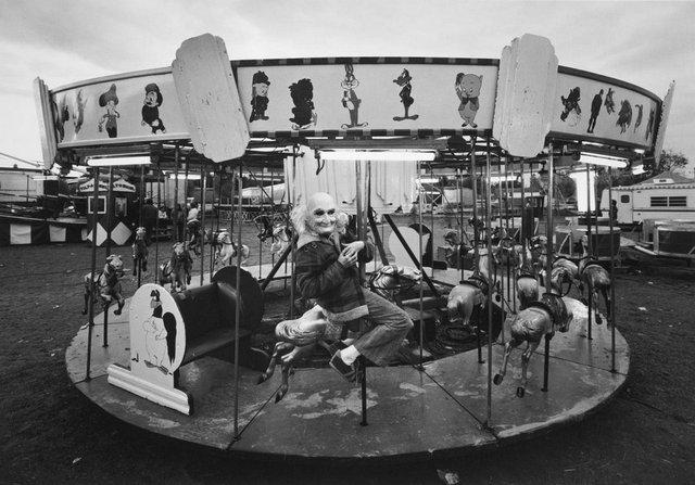Заради цих знімків фотограф подорожував з бродячим цирком - фото 353231