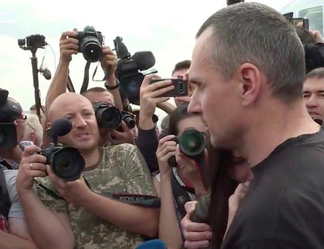 Олег Сенцов повернувся в Україну  - фото 353303