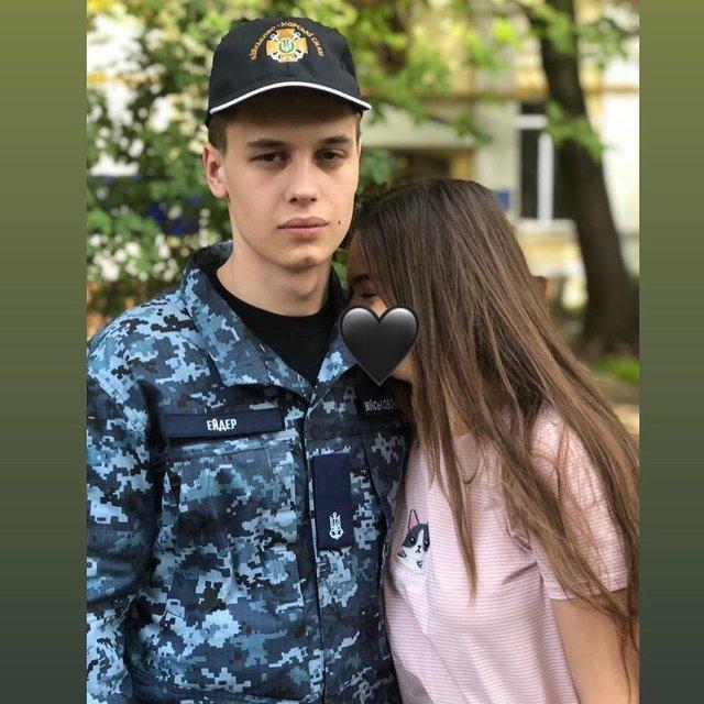 Юний моряк Андрій Ейдер освідчився дівчині після повернення з полону: емоційні фото - фото 353649