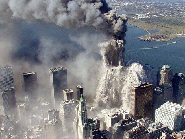 11 вересня прогримів вибух веж-близнюків у США - фото 353929