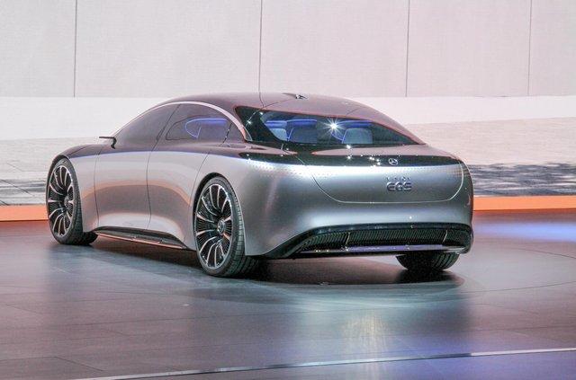 Mercedes-Benz представив розкішний Vision EQS - фото 353965