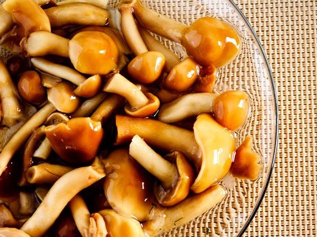 Мариновані гриби: 7 покрокових рецептів для всіх видів грибів з фото - фото 354038