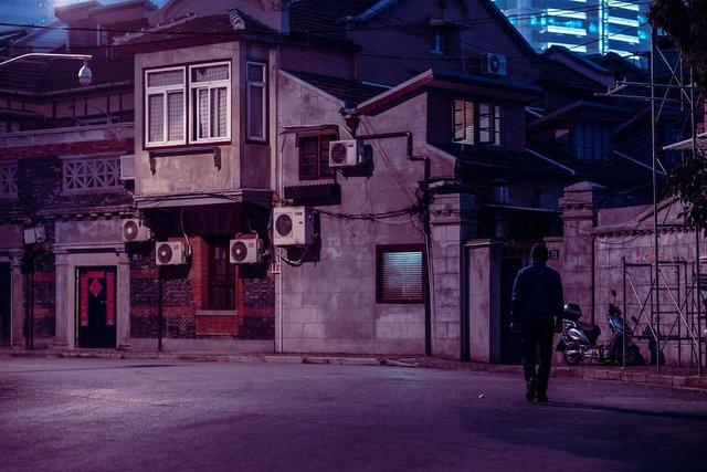 Кіберпанкові вулиці Шанхая: фото, які змушують затримати погляд - фото 354208