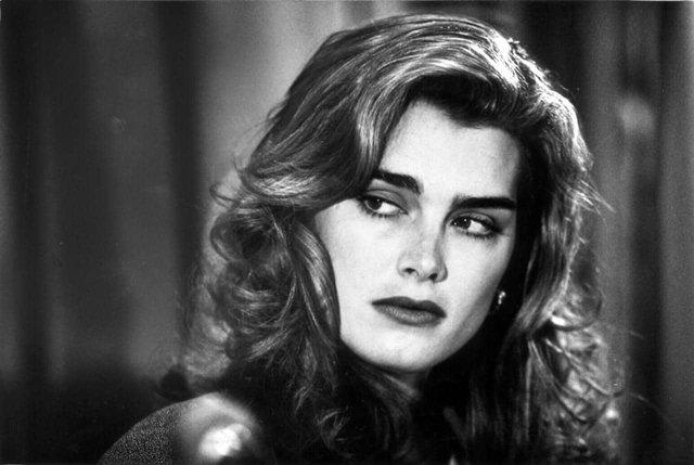 Моделі 90-х: як змінилася сексуальна американка Брук Шилдс (18+) - фото 354313