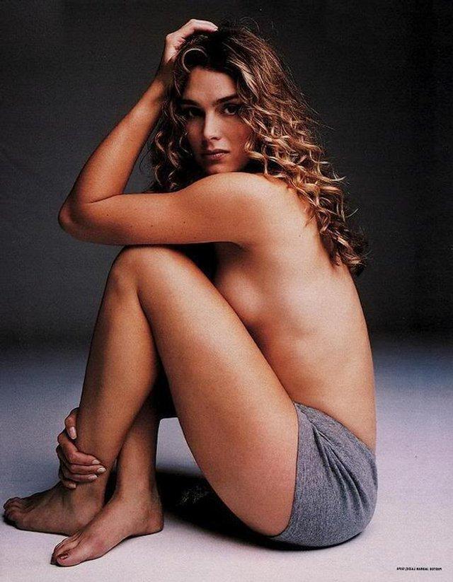 Моделі 90-х: як змінилася сексуальна американка Брук Шилдс (18+) - фото 354320