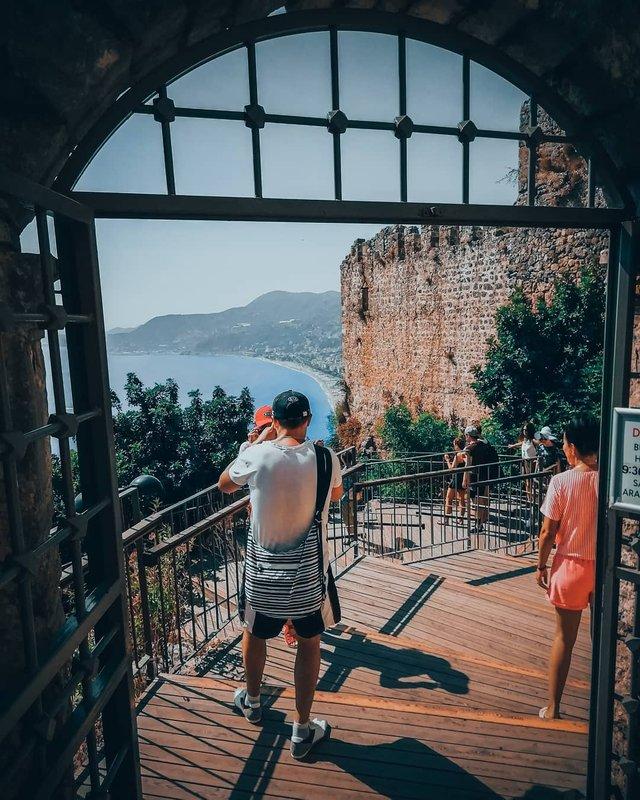 Студент робить на смартфон ефектні фото Туреччини - фото 354390