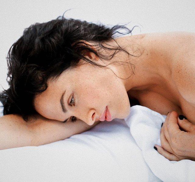 Даша Астаф'єва вразила чуттєвою фотосесією в ліжку - фото 354638