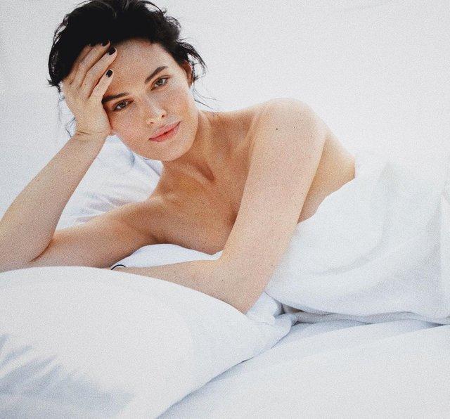 Даша Астаф'єва вразила чуттєвою фотосесією в ліжку - фото 354639