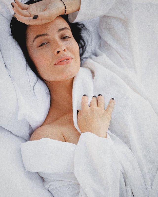 Даша Астаф'єва вразила чуттєвою фотосесією в ліжку - фото 354641
