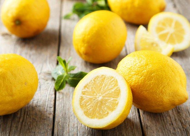 Лимони теж сприяють відбіленню зубної емалі - фото 354974