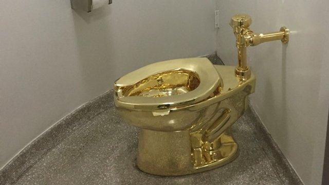 Здається, ми знаємо, хто це зробив: у Британії з палацу вкрали золотий унітаз - фото 355091
