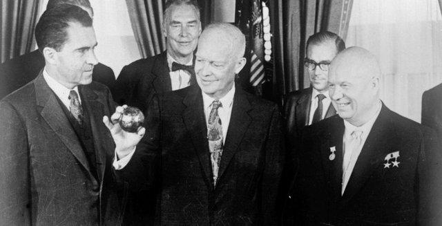 Розсекречені документи щодо 'місячних перегонів' між США та СРСР - фото 355410