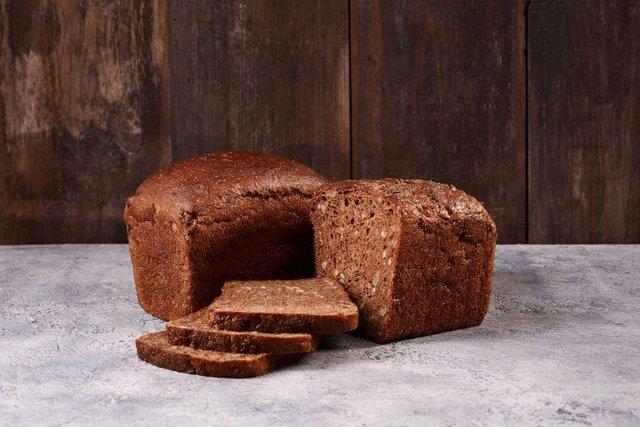 Віддайте перевагу цільнозерновому житньому хлібу - фото 355573