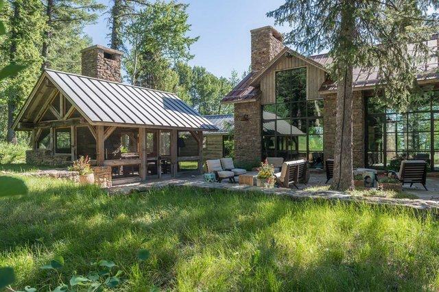Як виглядає ідеальний дім для відпочинку на краю лісу (фото) - фото 355714