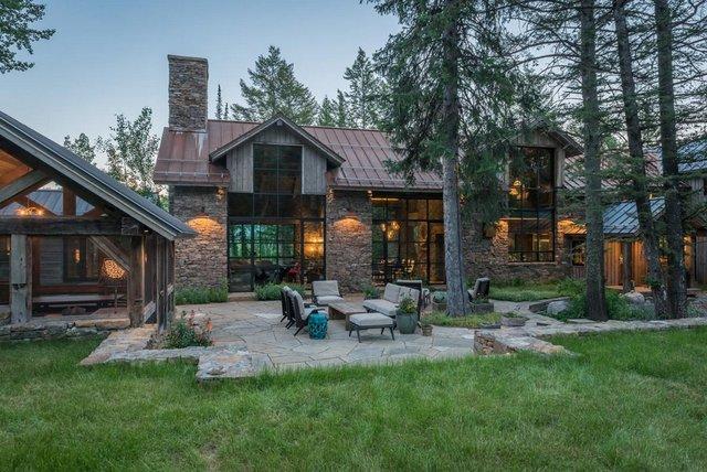 Як виглядає ідеальний дім для відпочинку на краю лісу (фото) - фото 355715