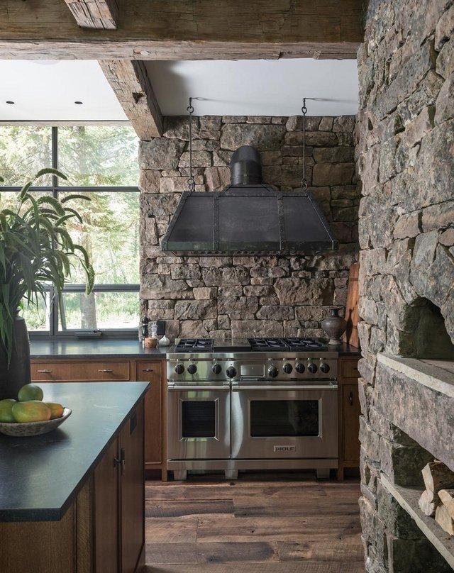 Як виглядає ідеальний дім для відпочинку на краю лісу (фото) - фото 355722