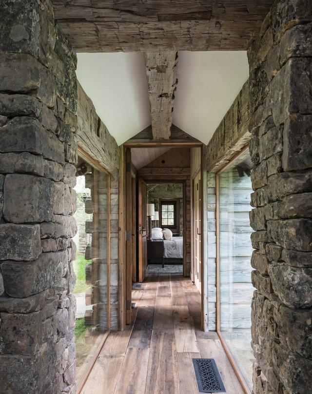 Як виглядає ідеальний дім для відпочинку на краю лісу (фото) - фото 355726