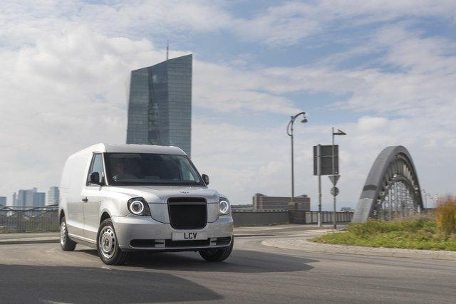 У Франкфурті показали футуристичний гібридний фургон з запасом ходу у 600 км - фото 355752