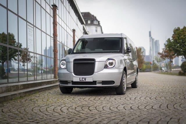 У Франкфурті показали футуристичний гібридний фургон з запасом ходу у 600 км - фото 355753