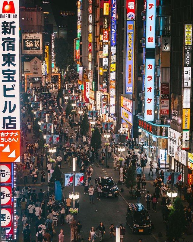 Прогулянка вулицями Токіо у яскравих фото - фото 355806