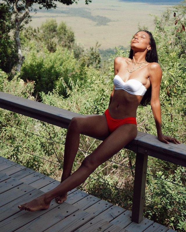 Модель Victoria's Secret показала природну вроду на пляжі - фото 355891