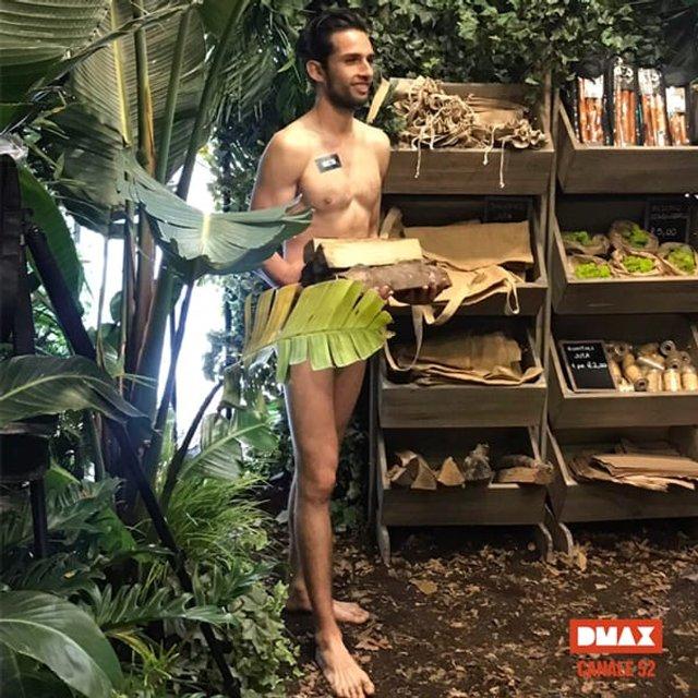 У Мілані з'явився магазин тільки з голими продавцями (18+) - фото 356068