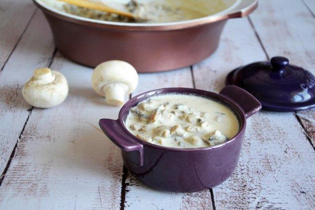 Сирний соус з грибами і шпинатом - фото 356412