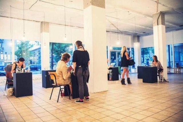 Так виглядає ресторан для любителів побути на самоті - фото 356519