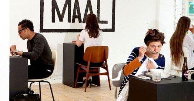Так виглядає ресторан для любителів побути на самоті - фото 356521