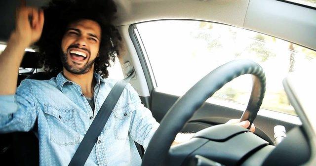 Фахівці назвали пісні, під які небезпечно водити машину - фото 356695