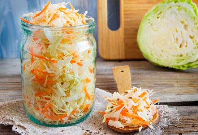 Квашена капуста на зиму: ТОП 7 швидких рецептів приготування вдома - фото 357248