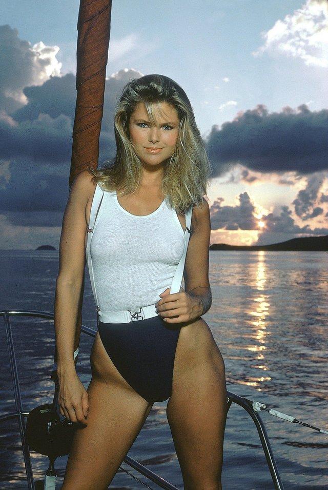 Моделі 90-х: як змінилася ефектна красуня Кеті Айрленд (18+) - фото 357438