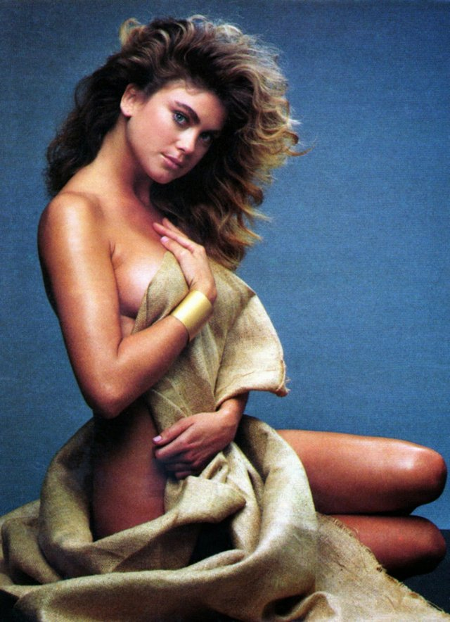Моделі 90-х: як змінилася ефектна красуня Кеті Айрленд (18+) - фото 357446