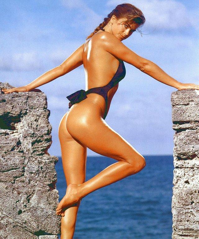 Моделі 90-х: як змінилася ефектна красуня Кеті Айрленд (18+) - фото 357450
