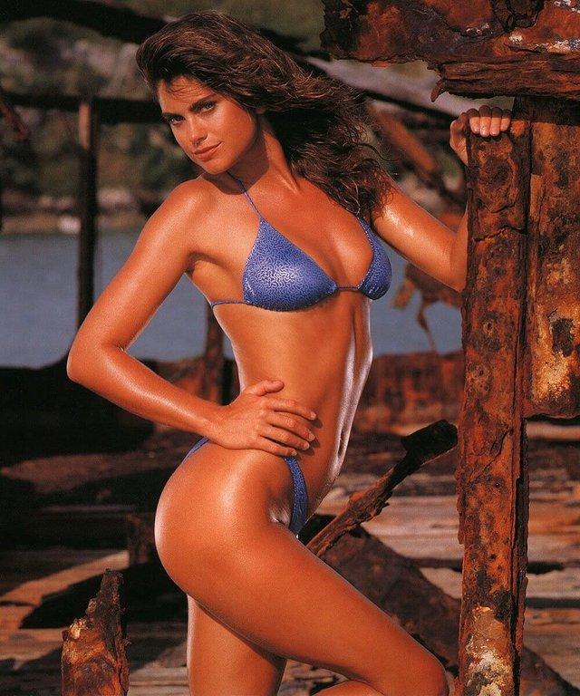 Моделі 90-х: як змінилася ефектна красуня Кеті Айрленд (18+) - фото 357451