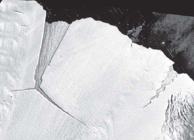 Від Антарктиди відколовся найбільший за останні 50 років айсберг: фотофакт - фото 358703